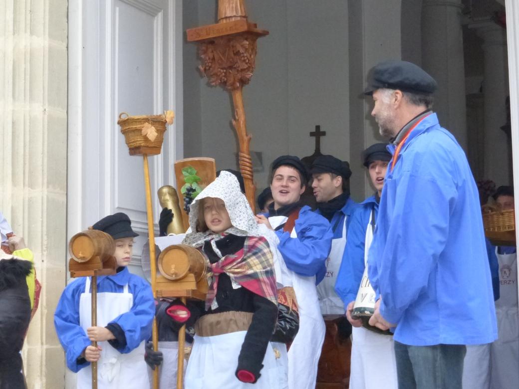 Sortie-église-champagne-saint-vincent